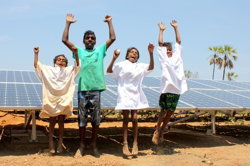 kids-in-front-of-offgrid-solar-array